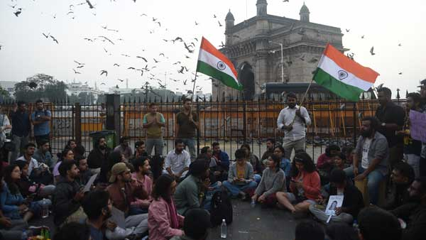 JNU campus violence: Protest continues at Gateway of India in Mumbai