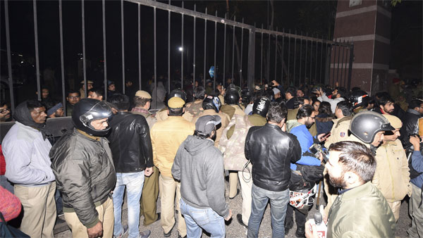 Complete lawlessness say actors, filmmakers on JNU horror