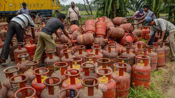 Price of non-subsidised LPG cut by Rs 53