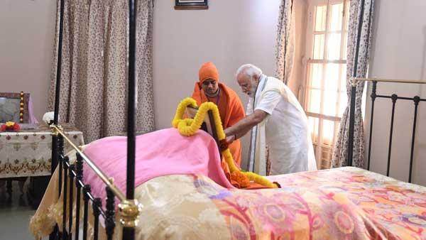 Modi pays tribute to Swami Vivekananda on his birth anniversary at Belur Math
