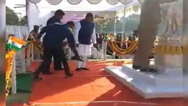 Viral video shows man holding Odisha ministers shoes during R-Day celebration