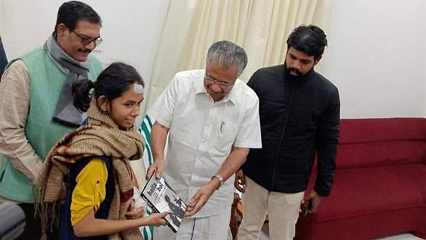 Kerala CM Vijayan meets JNUSU president Aishe Ghosh, gifts her 'Halla Bol'