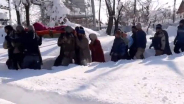 For 4 hours, hero jawans carry pregnant woman in waist-deep snow; she later gives birth