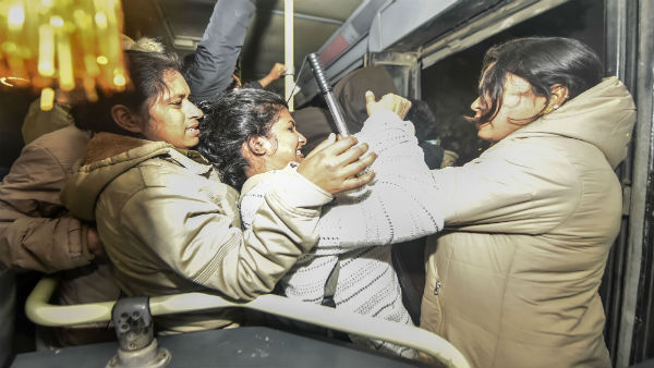 Delhi: Woman bites IPS officer's thumb during JNU students' protest