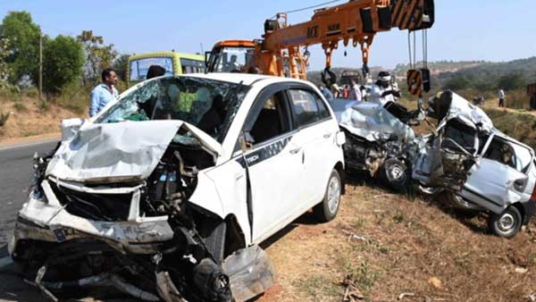 Lingayat seer Basaveshwara Swamiji dies as two cars collide head-on