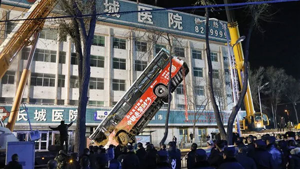 Huge sinkhole swallows bus, kills six, 10 missing in China