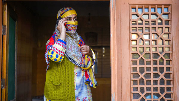 After 5 months of blackout SMS, voice calls restored on prepaid mobiles in J&K