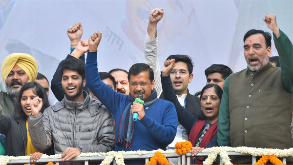 Delhi CM and AAP convenor Arvind Kejriwal (C) addreses supporters after partys victory in the State Assembly polls, at AAP office in New Delhi