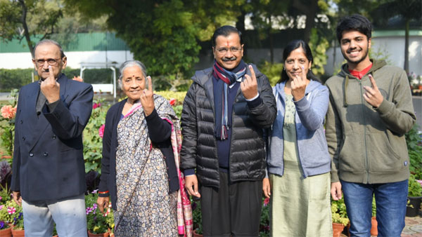 AAP will form 3rd time govt in Delhi: Kerjiwal after voting with his family