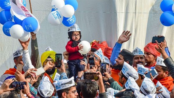 Suit up junior! AAP invites baby mufflerman to Kejriwals swearing in ceremony