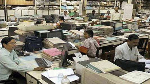 Soon, Maharashtra government employees to have 5-day working week