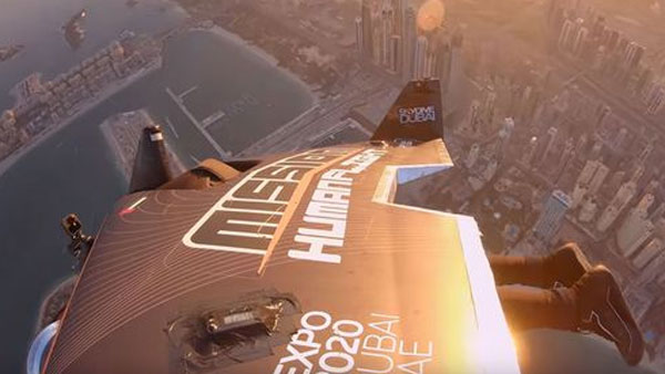 This video shows jetpack pilot flying like real-life Iron Man above Dubai skyline at 150mph