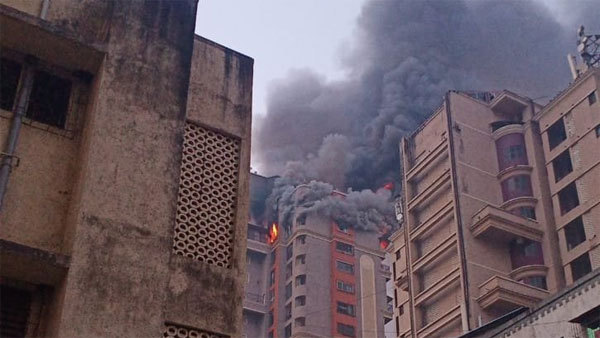 Massive fire breaks out at Navi Mumbai high rise, rescue team on the spot