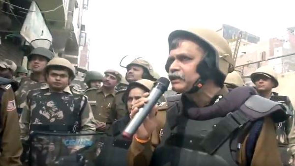 Police are here for you, please don't assemble in groups...: OP Mishra during flag march in Delhi