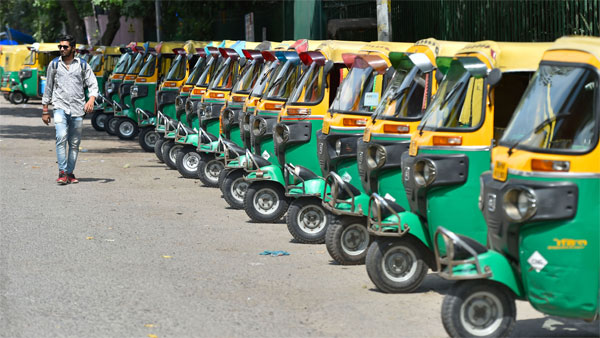 Delhi HC stays increase in auto fares by Kejriwal-led-AAP govt