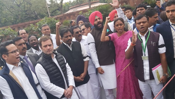 Rahul Gandhi leads protest against suspension of 7 Congress MPs from Lok Sabha