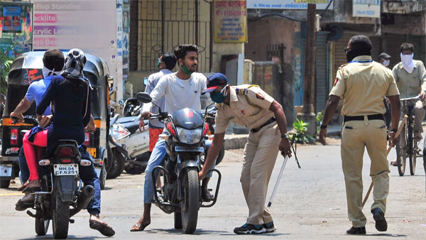 Lucknow: 24 booked for defying lockdown
