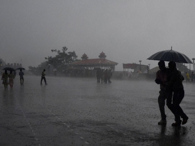 Heavy rains lash Kolkata, parts of south Bengal