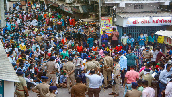 Two more FIRs filed over migrant workers gathering at Bandra