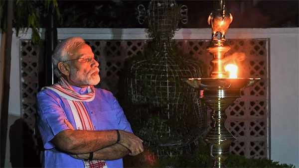 Social media slams those who burst crackers during PM's candlelight vigil call