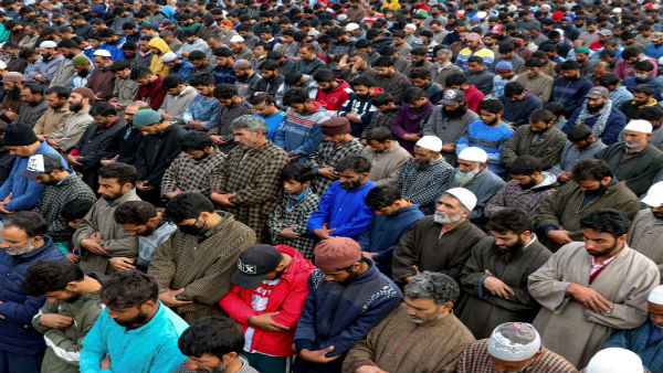Kashmir: Violating lockdown norms, scores attend JeM terrorist's funeral