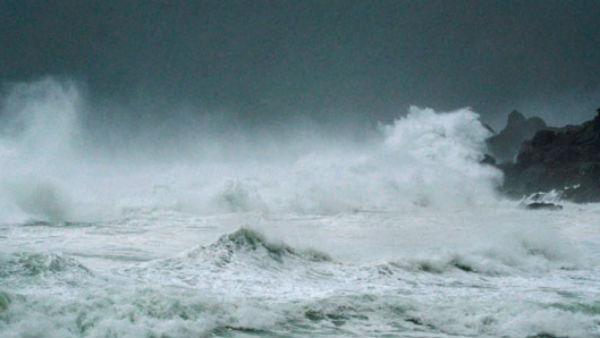 Heavy rain hits Bengal, Odisha as Cyclone Amphan nears