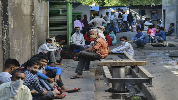 Hopeful of returning to work, scores of migrants return home