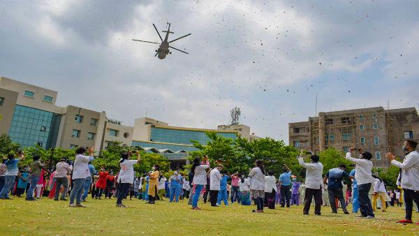 Navy thanks 'corona warriors', showers petals on Goa hospitals