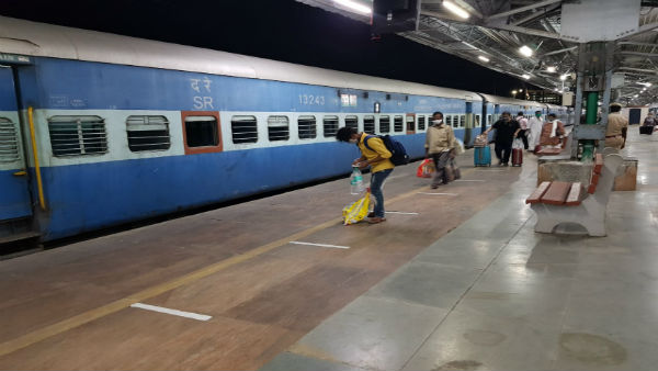 Indian Railways flags off ten AC local train services for CSMT-Kalyan from today