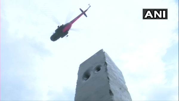 IAF Chopper showers petals on Delhis Police War Memorial to thank corona warriors