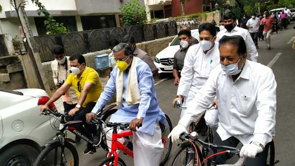 Former Karnataka Chief Minister rides bicycle to protest against fuel price hike