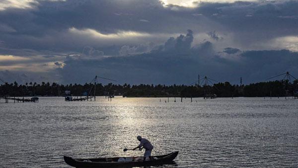 Heavy rains and sea incursion: Kerala on high vigil