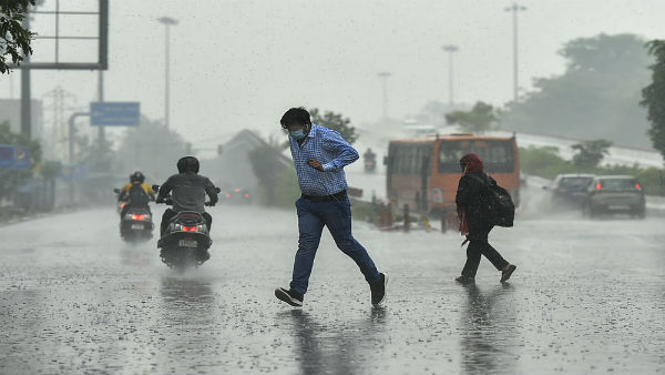 Rain, storm hit traffic movement between Noida, Delhi