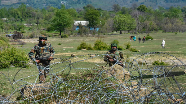 Pak troops resort to heavy firing in forward areas