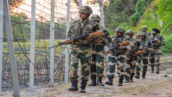 Pak resorts to heavy firing along LoC
