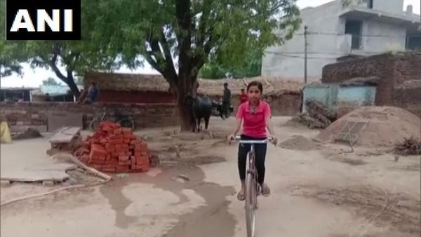 MP: Farmers daughter scores 98% in 10th, used to cycle 24 km every day to school