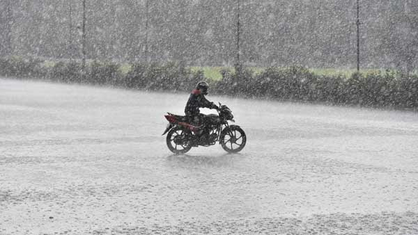 <strong>IMD forecasts very heavy rainfall in Tamil Nadu today; Nagapattinam and Karaikal receive showers</strong>