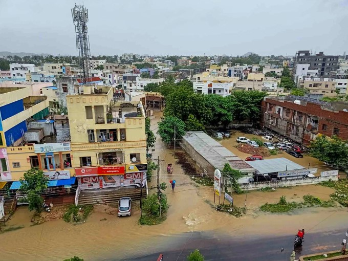 Monsoon mayhem: Red alert in Pune, Satara; Heavy rains trigger flood-like situation in Telangana