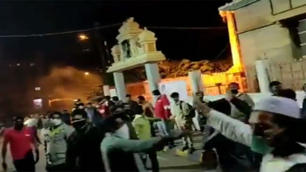 Setting an example, Muslims form human chain to save temple amid Bengaluru clash