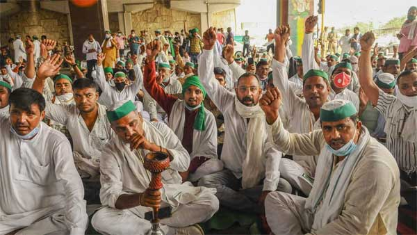 Bharatiya Kisan Union (BKU) leaders and farmers stage a protest.PTI Photo