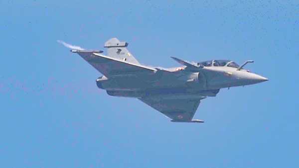 Watch: Rafale forms figure of 8 on 88th anniversary of IAF