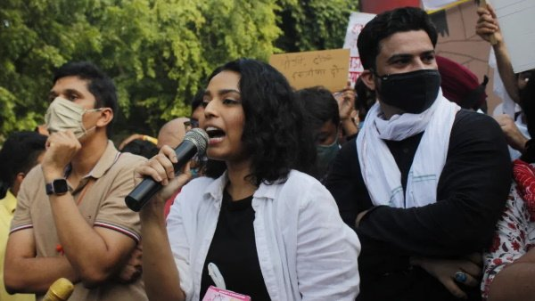NCW sends notices to Amit Malviya, Digvijay Singh and Swara Bhasker for revealing identity of Hathras victim