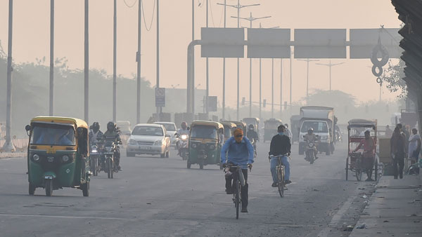 Delhi witnesses severe air pollution, AQI at 452