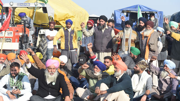 <strong>No headway at police-farmer unions meeting on Republic Day tractor parade</strong>