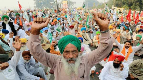 'Delhi Chalo' protest march: Farmers gathered at Rohtak-Jhajjar border; Tomar offers talks on Dec 3
