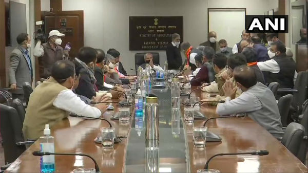 Farmers' protest: Haryana MPs, MLAs meet Tomar