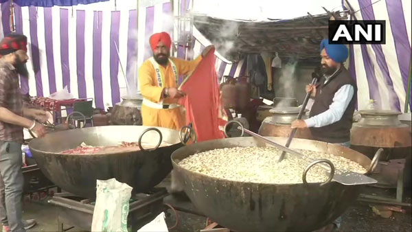Delhi Sikh Gurdwara Management Committee provides food to protesting farmers thrice a day
