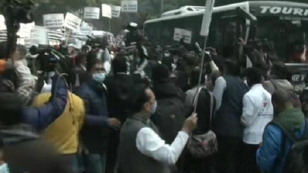 Farmers' Protest: Police detain Priyanka Gandhi as Congress march to Rashtrapati Bhavan