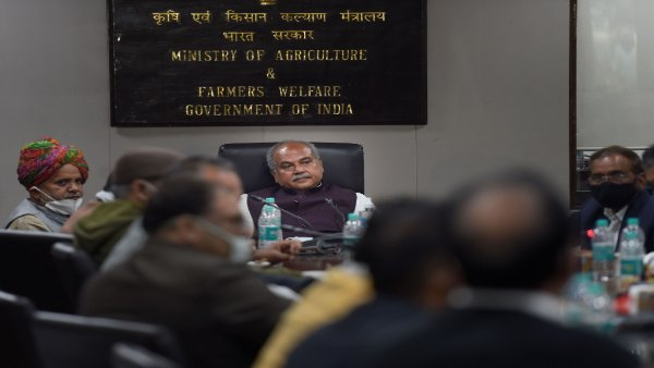 Farmers' group in support of agri laws meet Agri minister, threatens to protest if repealed