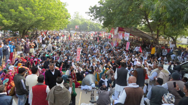 Farmers protest at Delhi's borders with Haryana at Singhu and Tikri enters 30th day